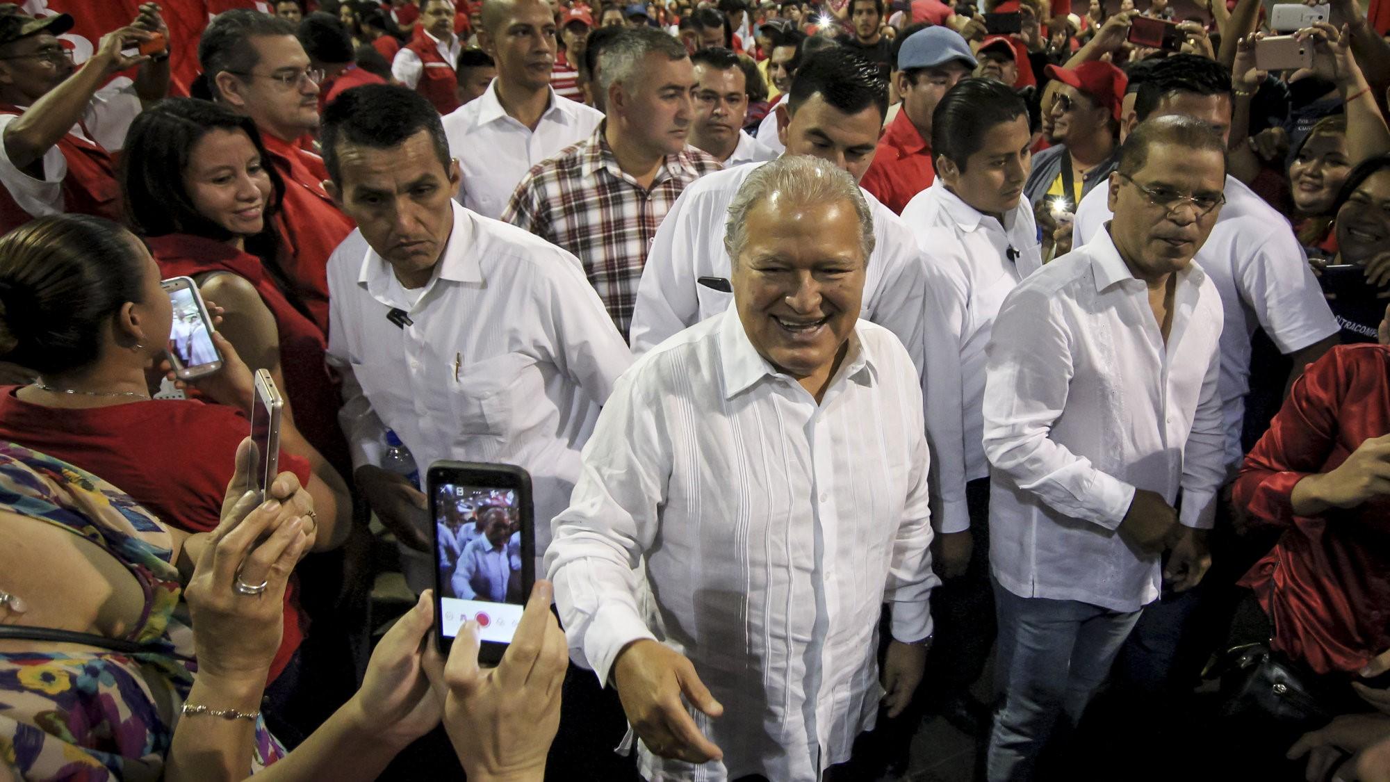 presidente Sánchez Cerén ayudó en el desvío de US$14 millones